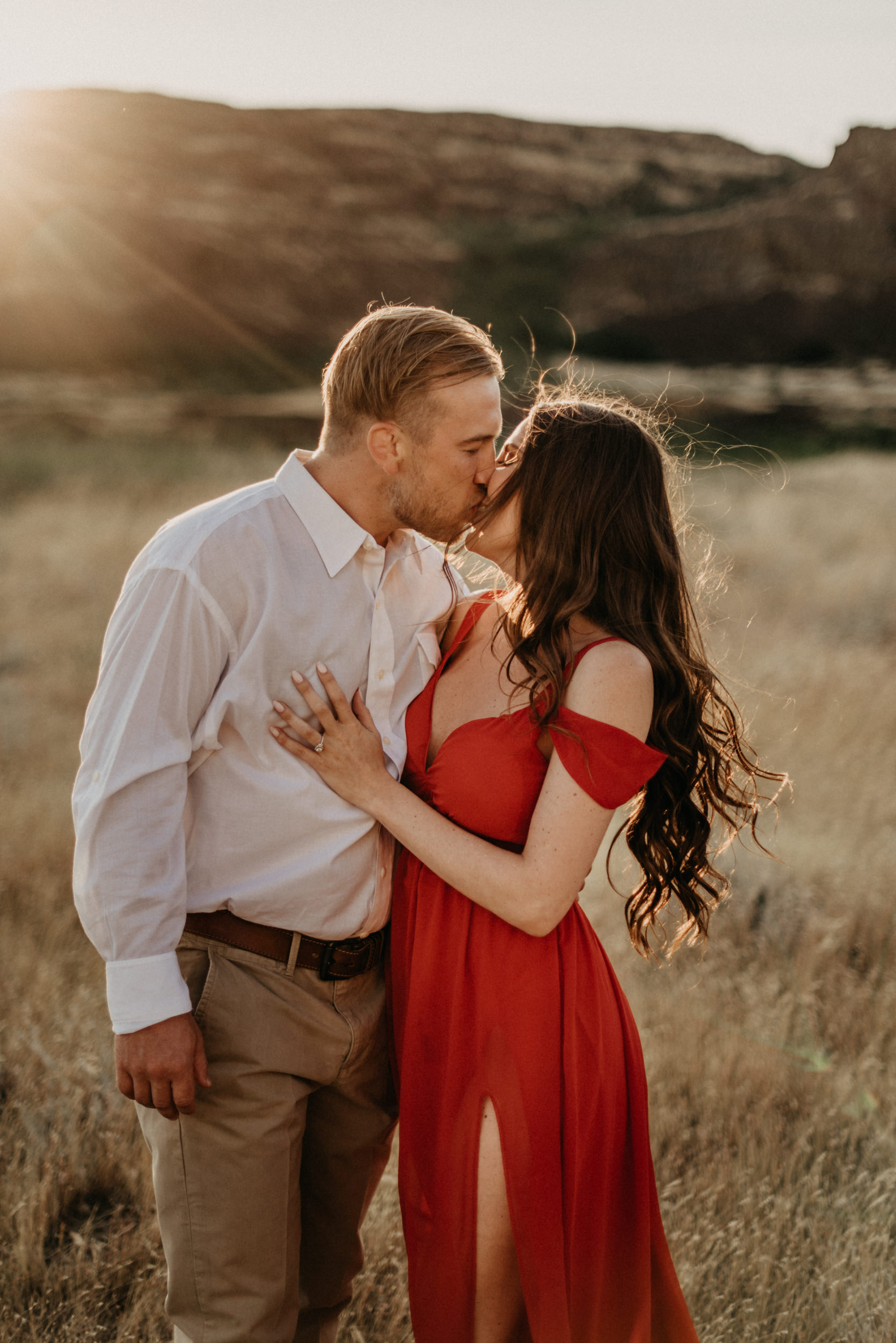 24Engagement-session-horsethief-butte-mt-hood.jpg
