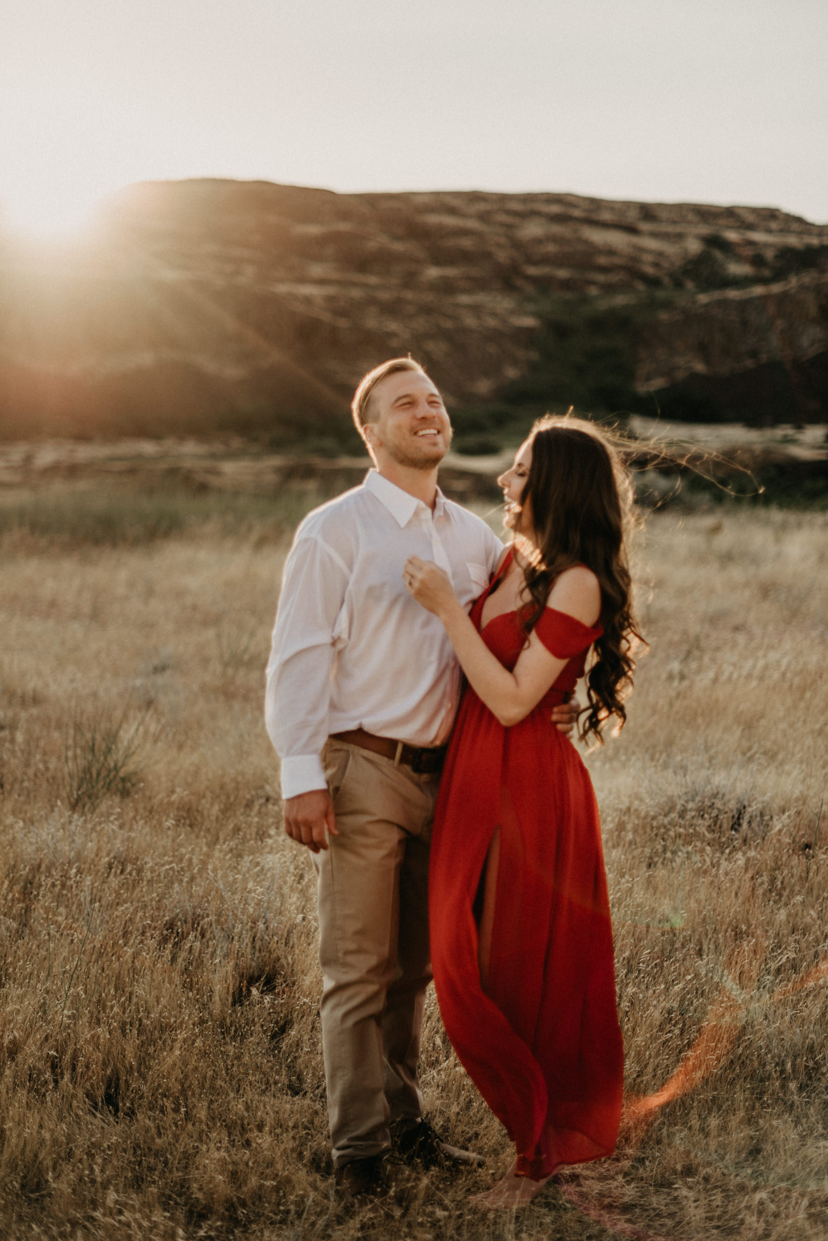 25Engagement-session-horsethief-butte-mt-hood.jpg