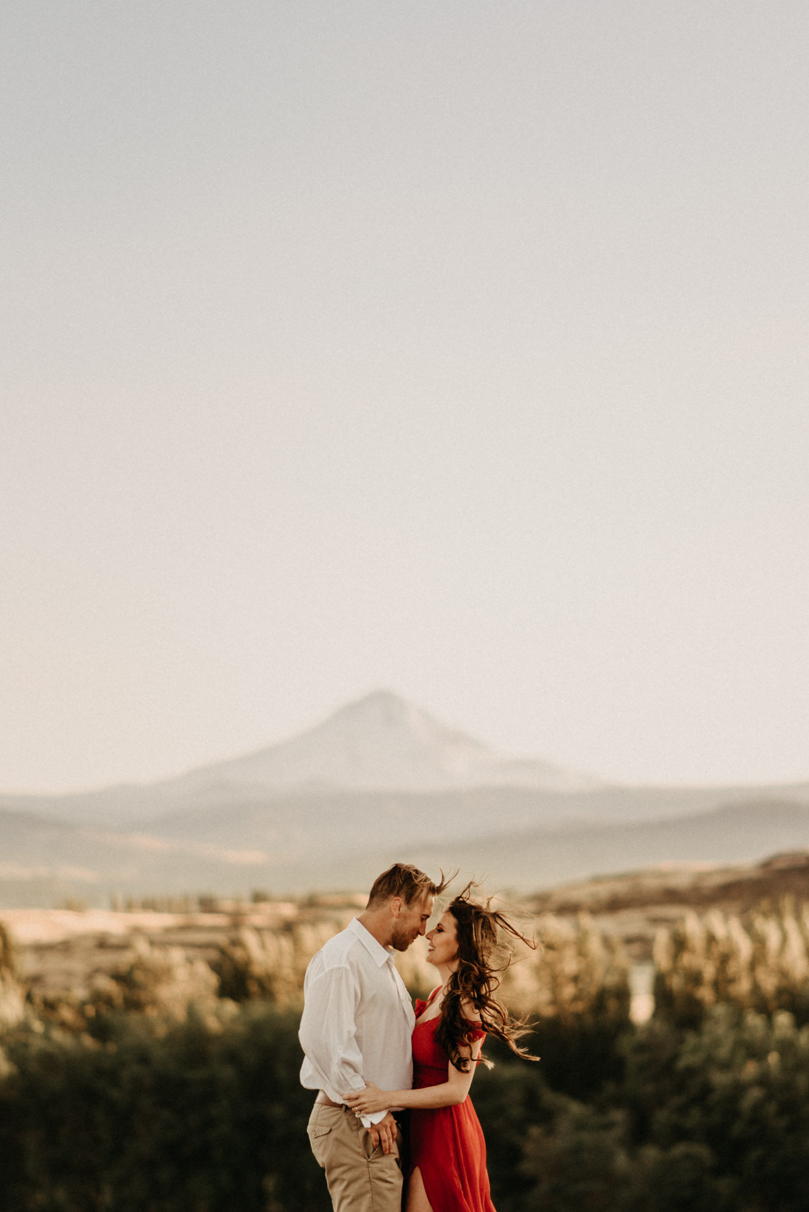75horsethief-butte-mt-hood-viewpoint-sunset-engagement.jpg