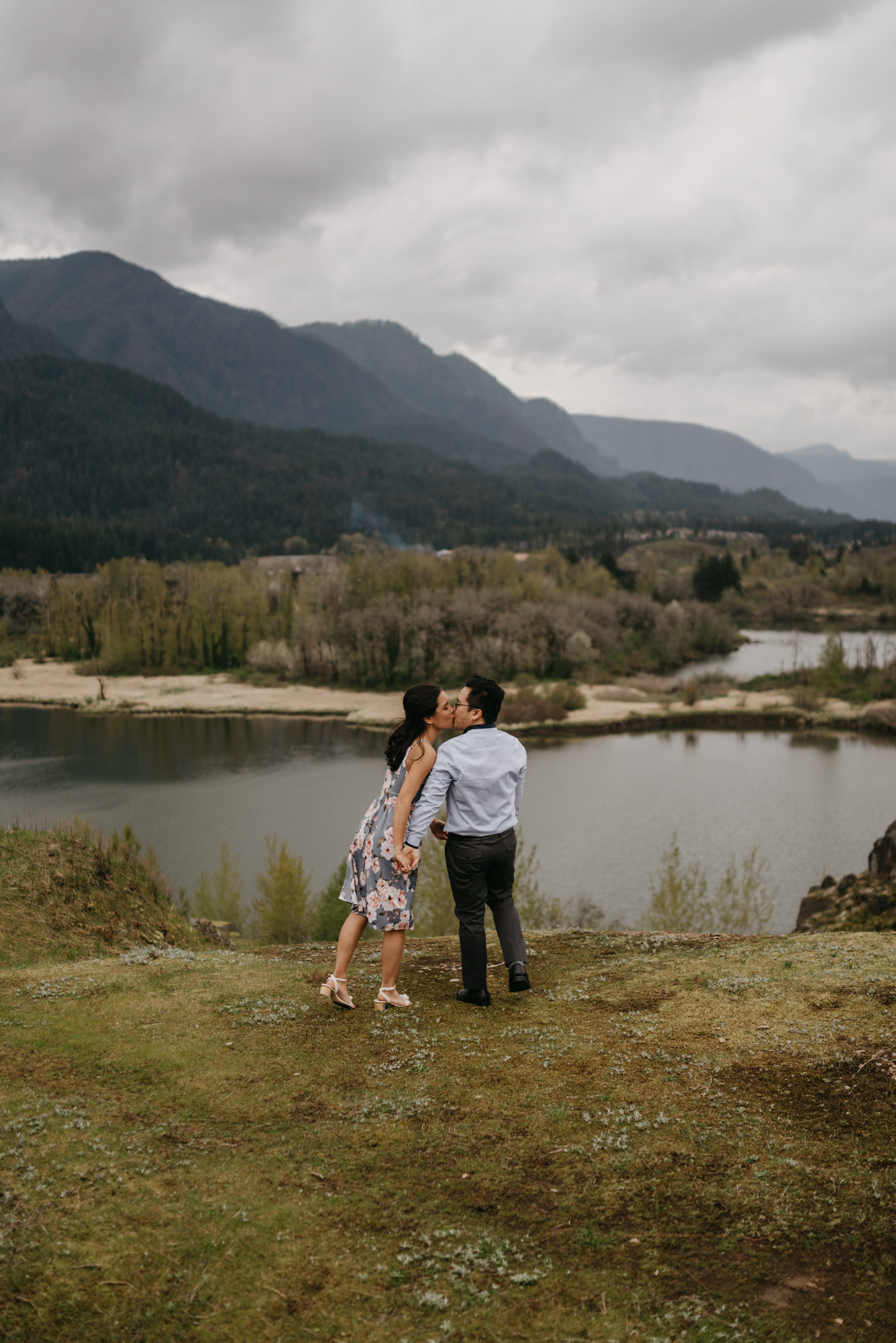 cascade-locks-engagement-cloudy-fun-sunset-4768.jpg