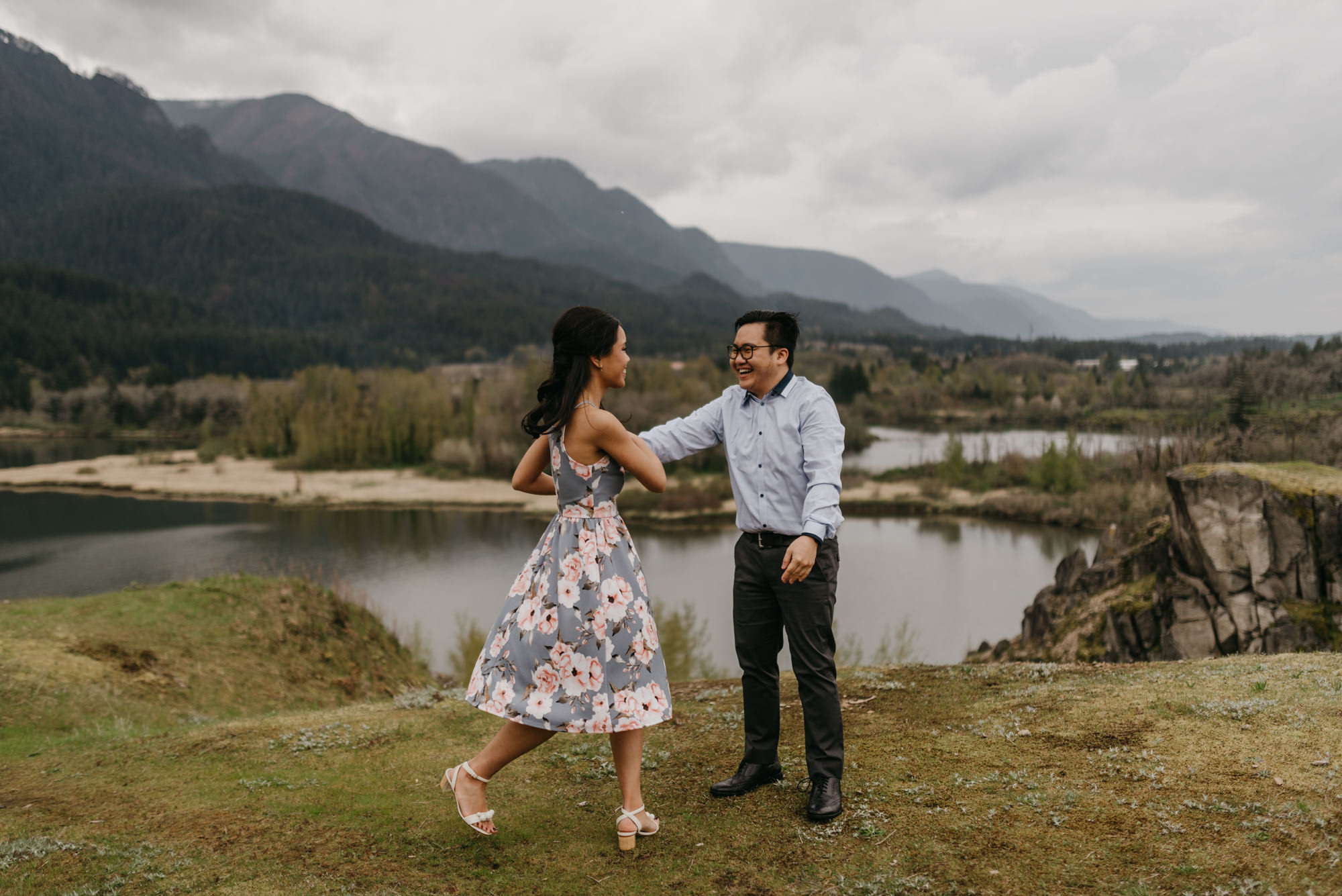 cascade-locks-engagement-cloudy-fun-sunset-4826.jpg