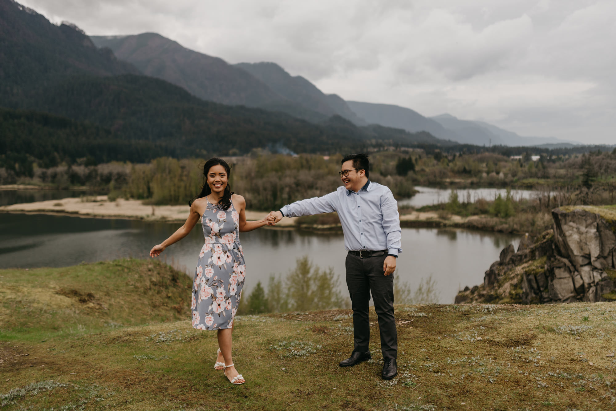 cascade-locks-engagement-cloudy-fun-sunset-4829.jpg