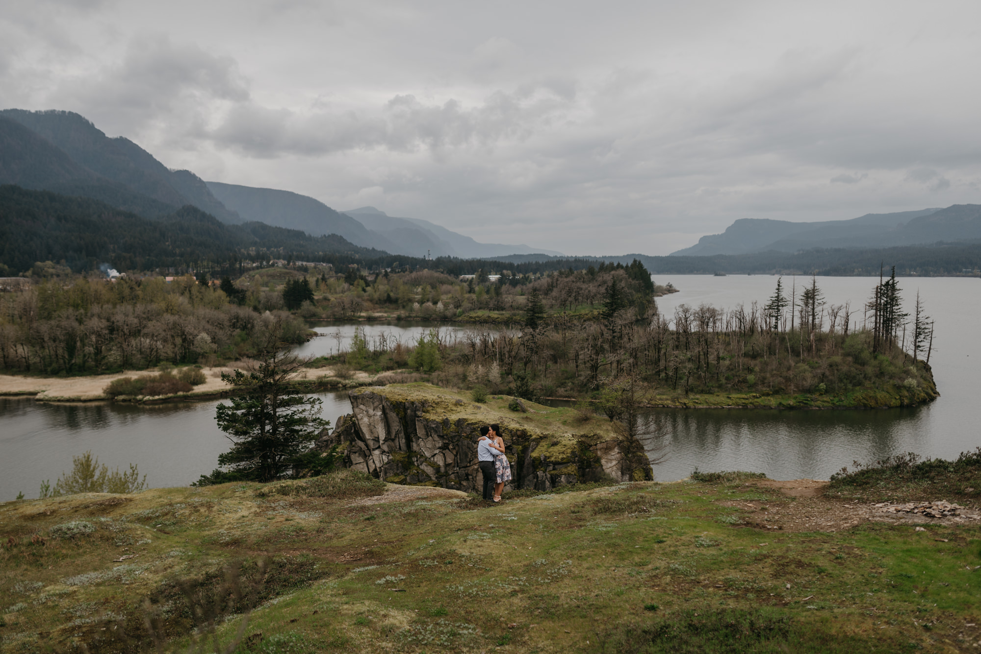 cascade-locks-engagement-cloudy-fun-sunset-4914.jpg