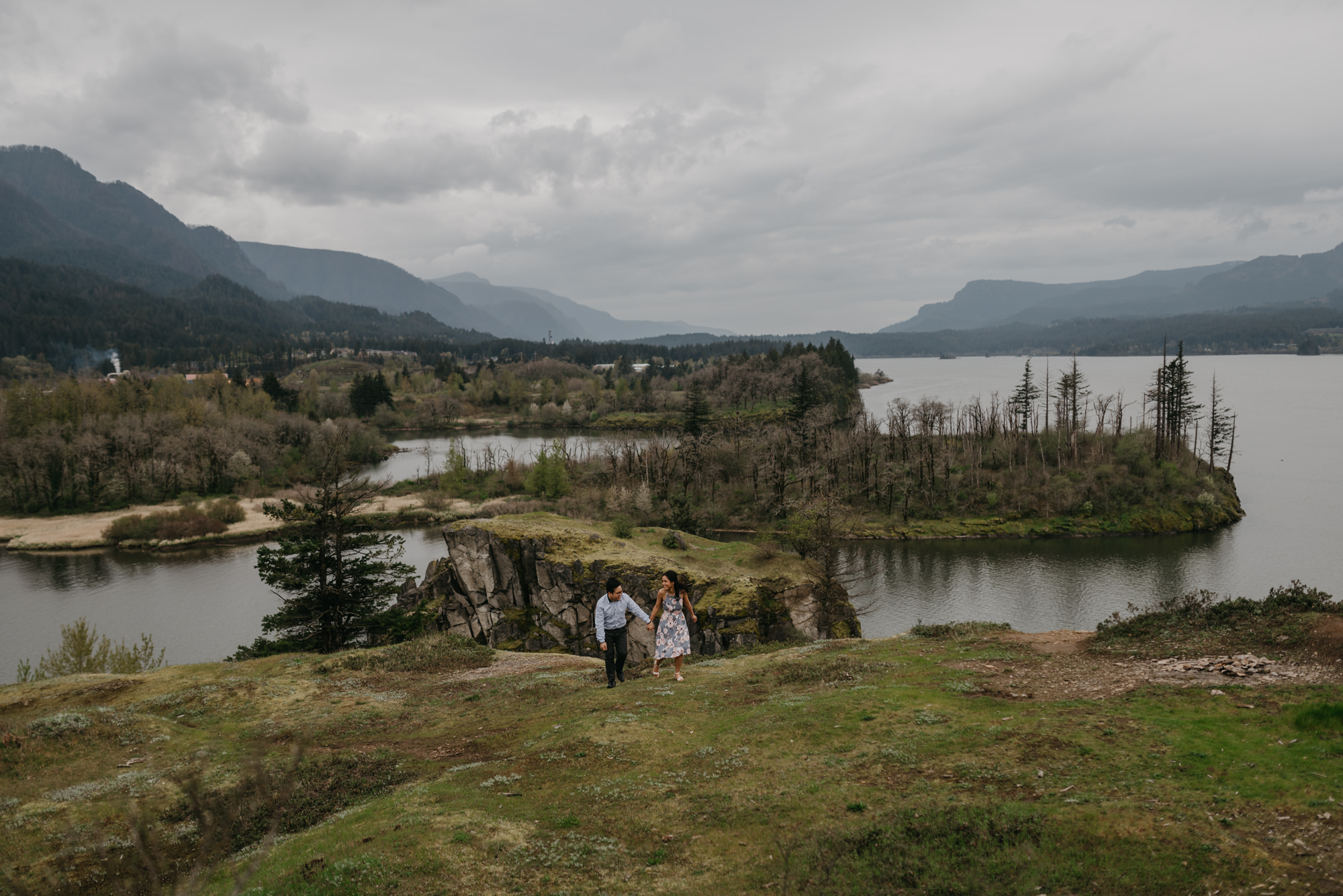 cascade-locks-engagement-cloudy-fun-sunset-4932.jpg