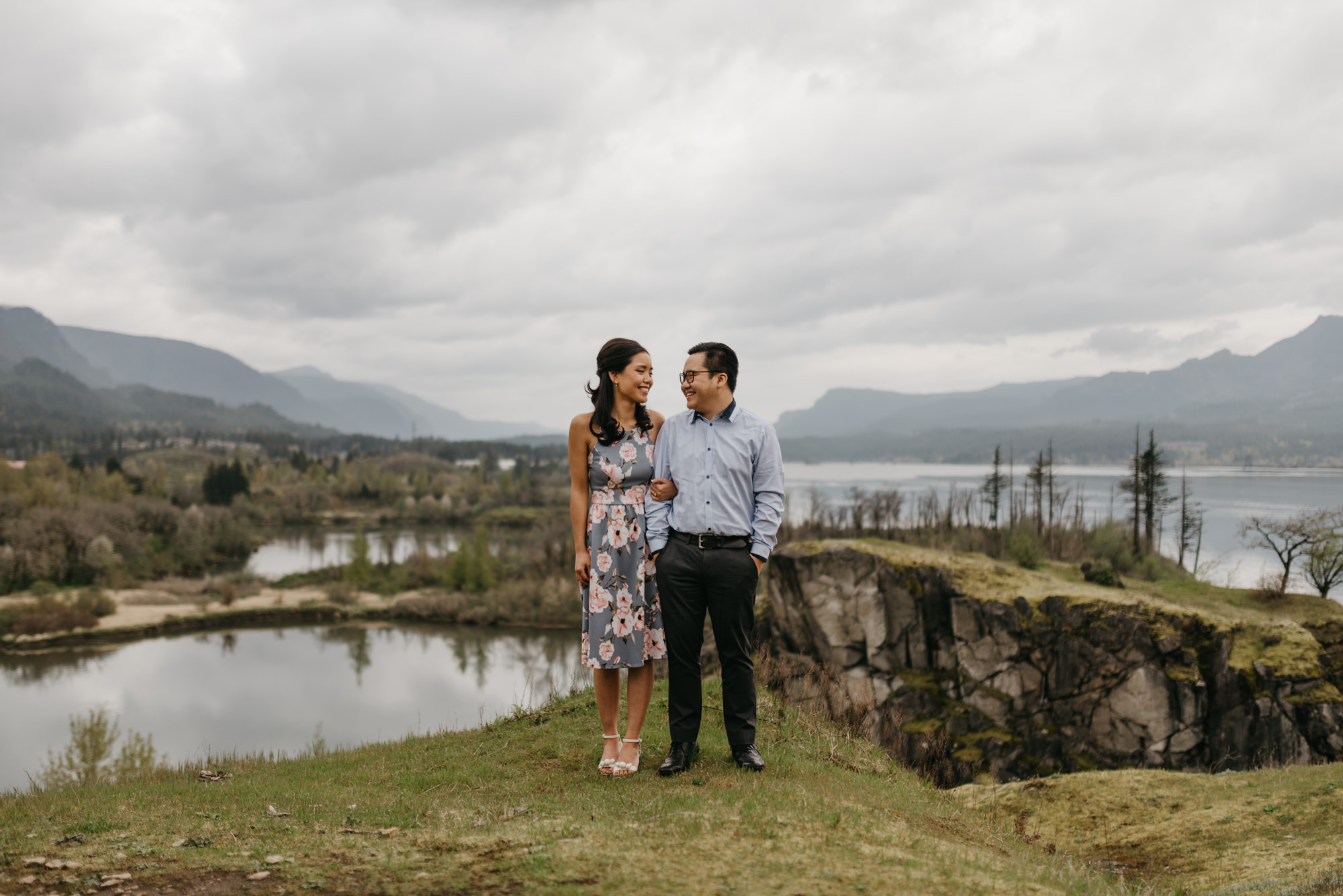 cascade-locks-engagement-session-cloudy-fun-4317.jpg