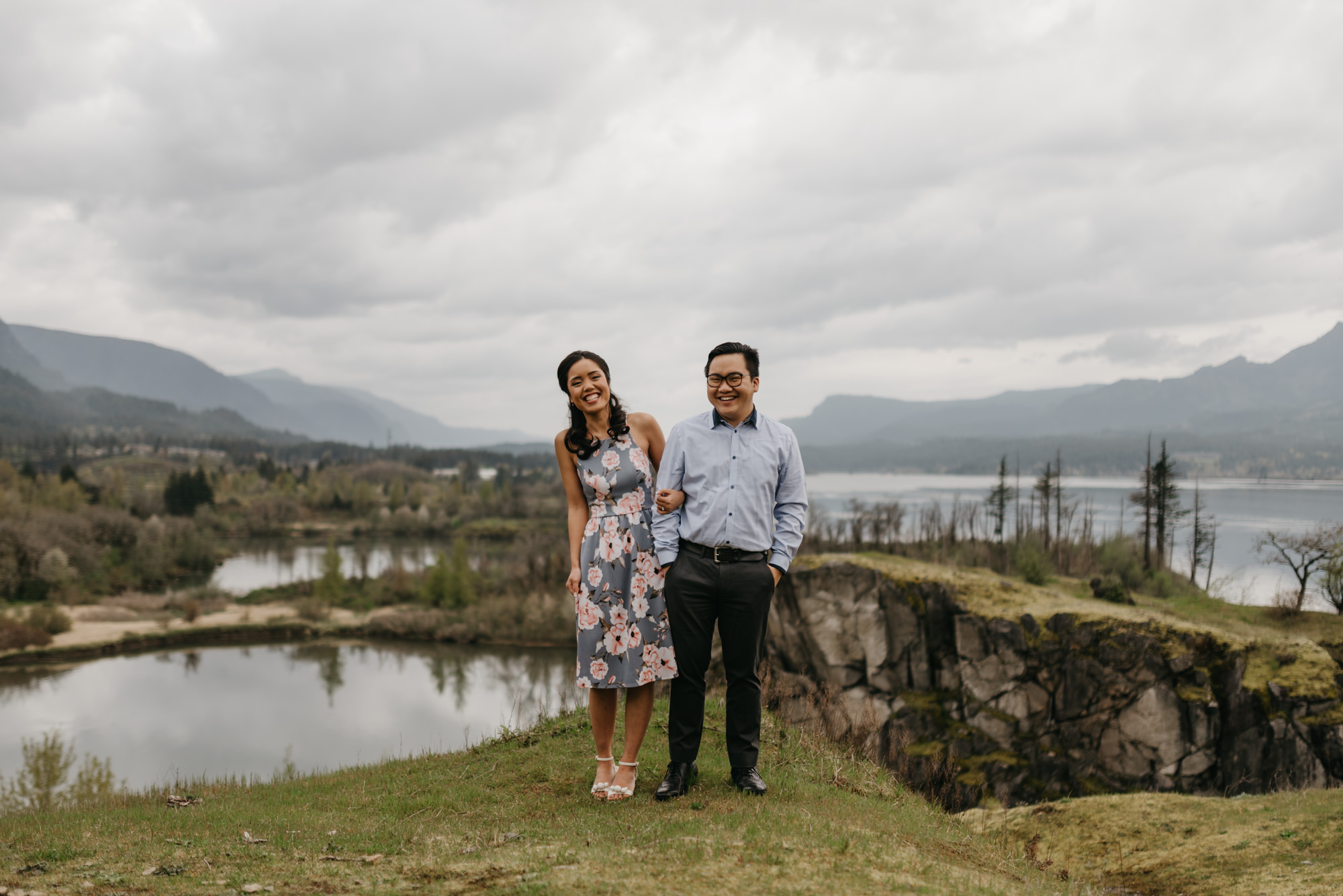 cascade-locks-engagement-session-cloudy-fun-4326.jpg