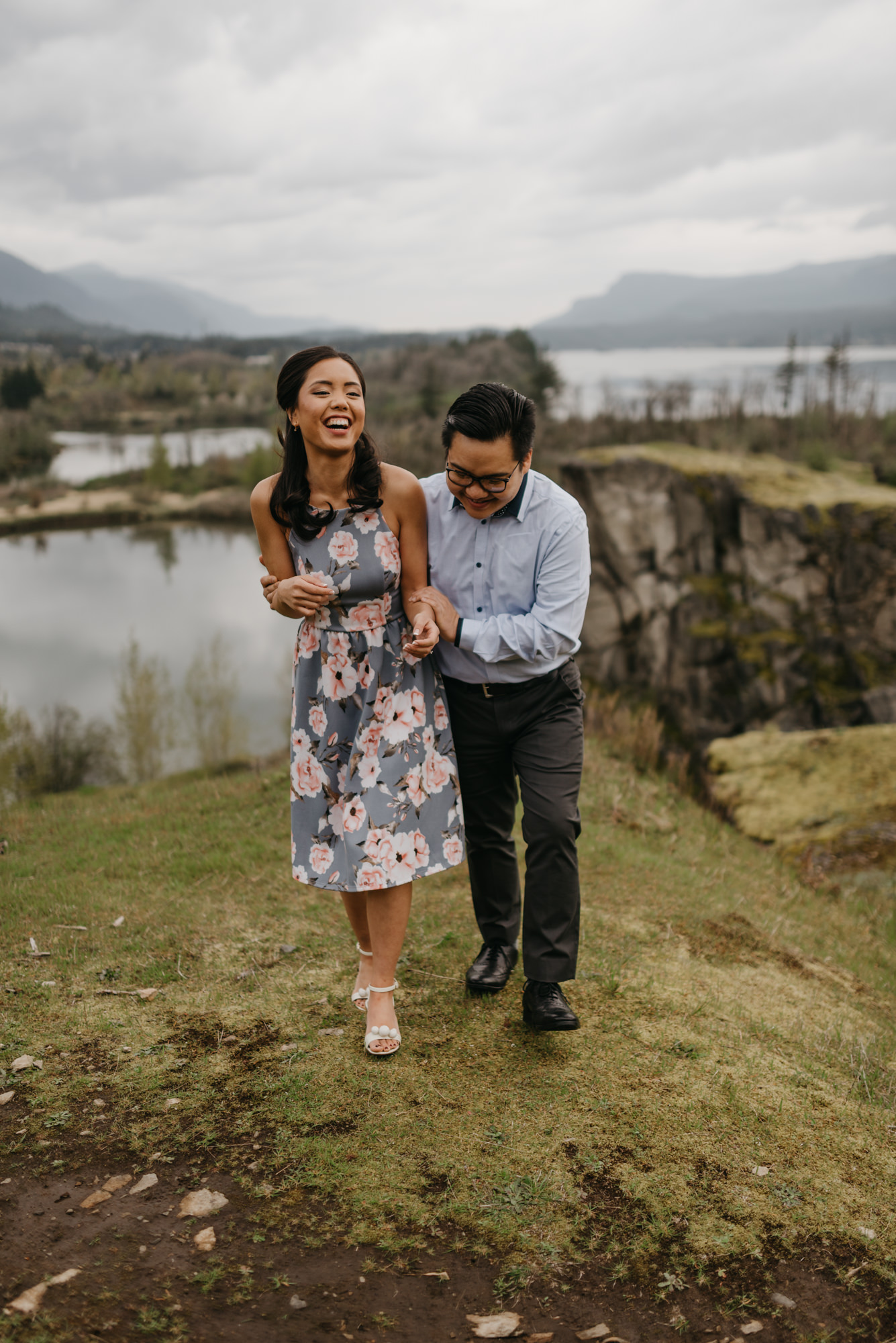 cascade-locks-engagement-session-cloudy-fun-4358.jpg