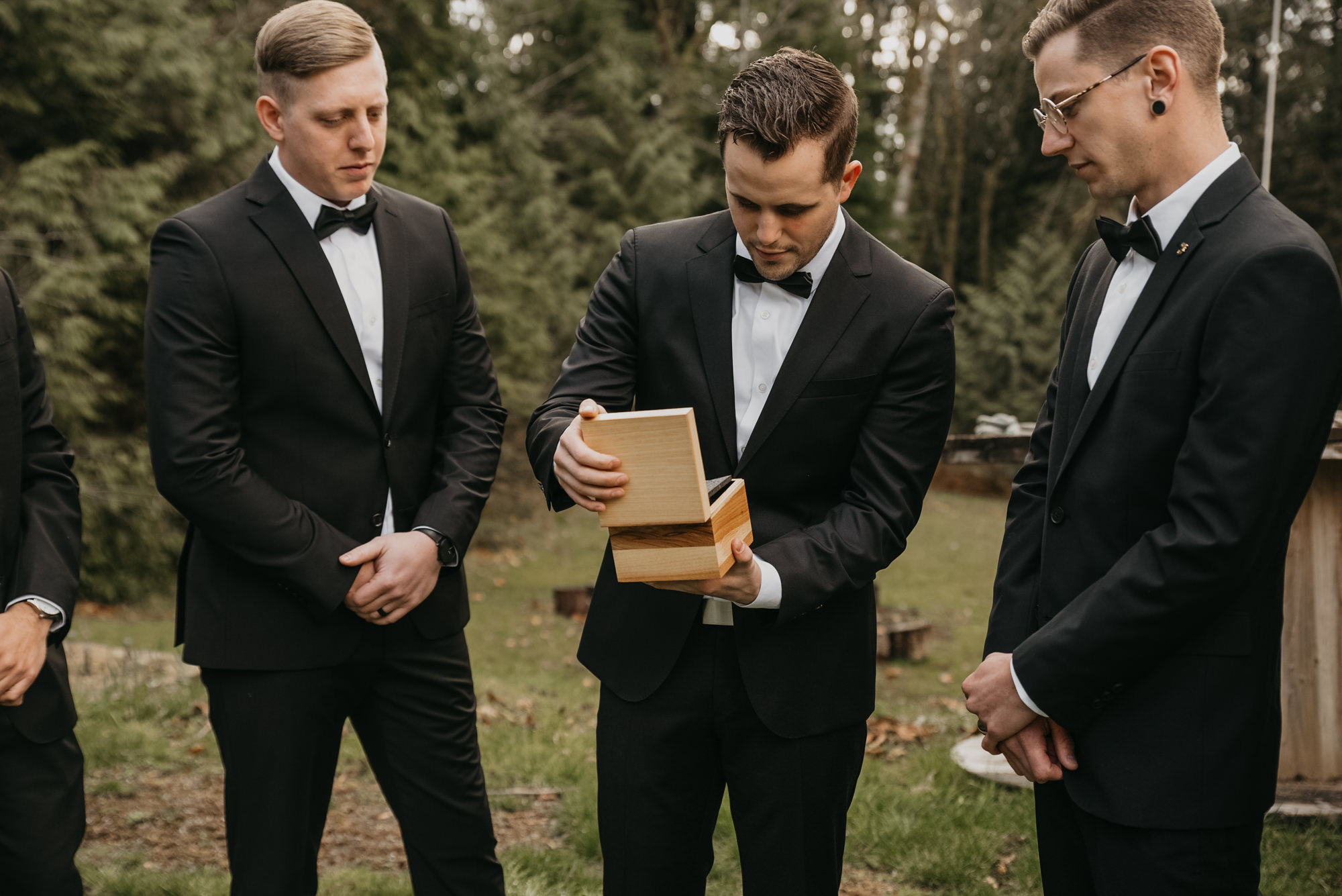getting-ready-photos-seattle-weddings-groom-shinola-watch-2563.jpg