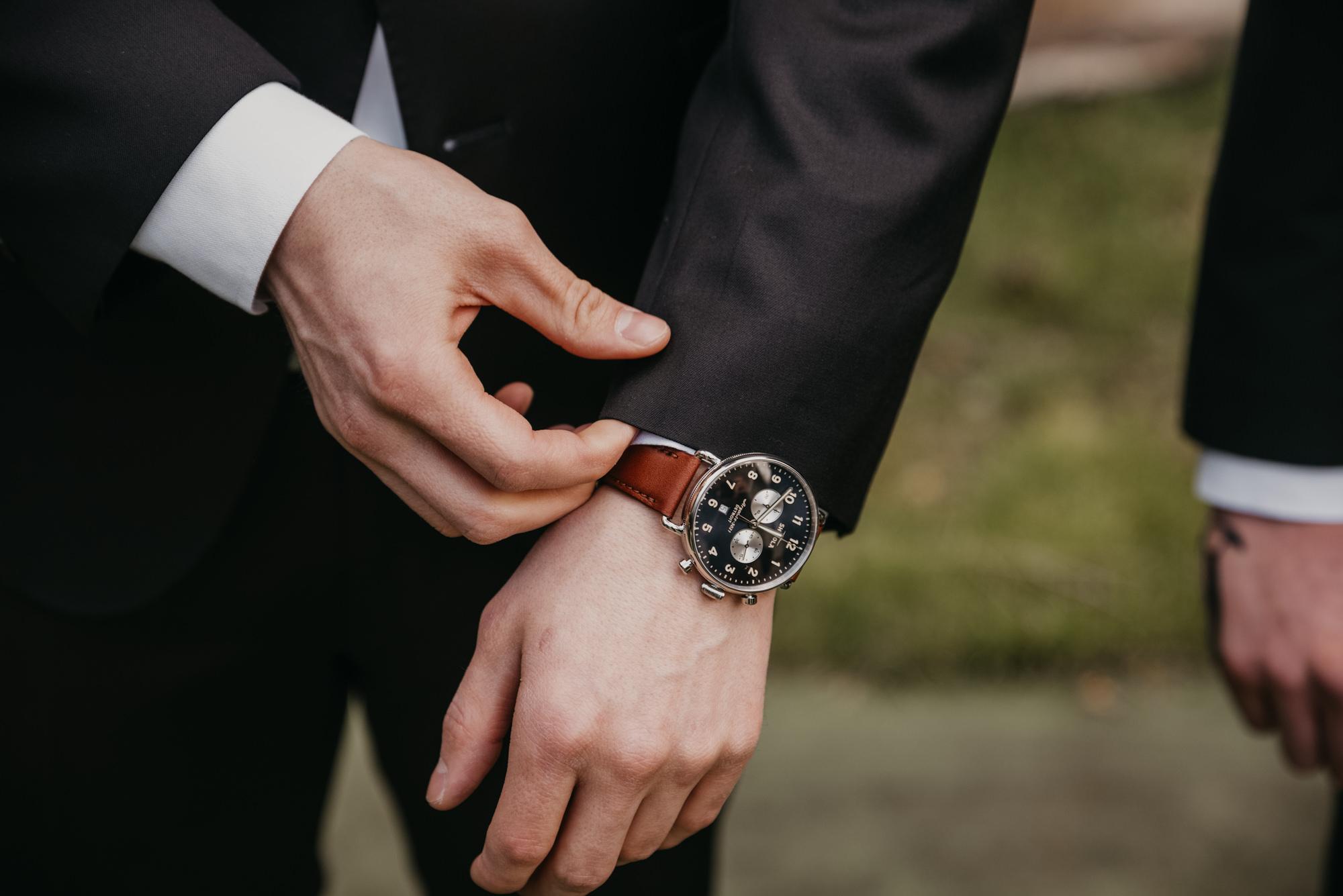 getting-ready-photos-seattle-weddings-groom-shinola-watch-4016-3.jpg