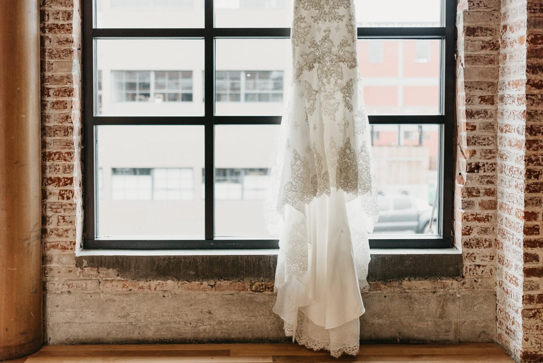 5-portland-wedding-photographer-getting-ready-leftbank-annex-4720.jpg