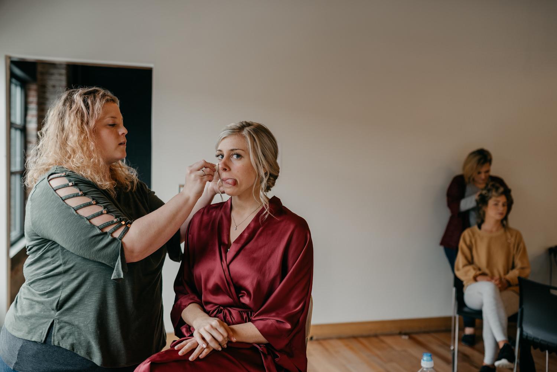 24-portland-wedding-photographer-getting-ready-leftbank-annex-4921.jpg