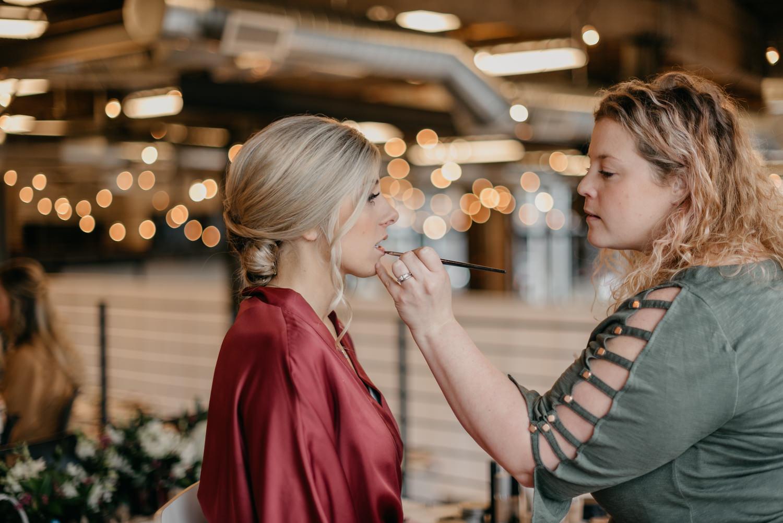 33-portland-wedding-photographer-getting-ready-leftbank-annex-0788.jpg