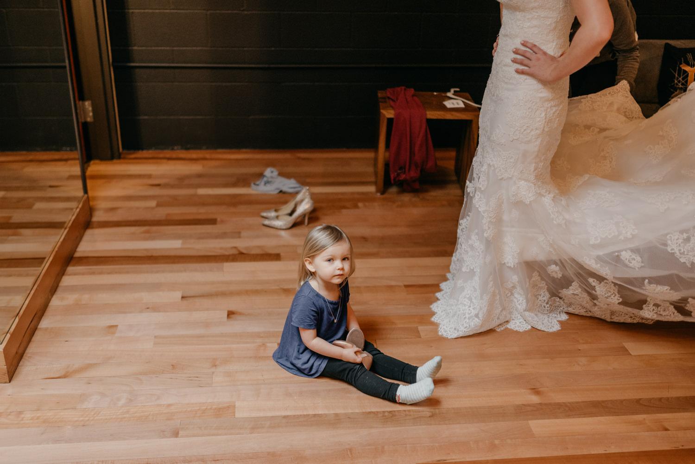 34-portland-wedding-photographer-getting-ready-leftbank-annex-5090.jpg