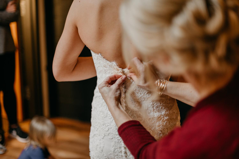 35-portland-wedding-photographer-getting-ready-leftbank-annex-0821.jpg