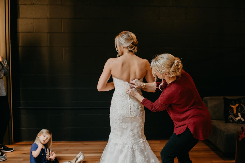 36-portland-wedding-photographer-getting-ready-leftbank-annex-0828.jpg