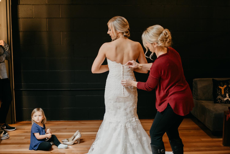 37-portland-wedding-photographer-getting-ready-leftbank-annex-0830.jpg