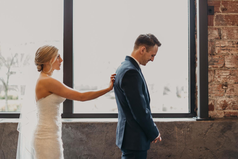 40-portland-wedding-photographer-first-look-leftbank-annex-0839.jpg