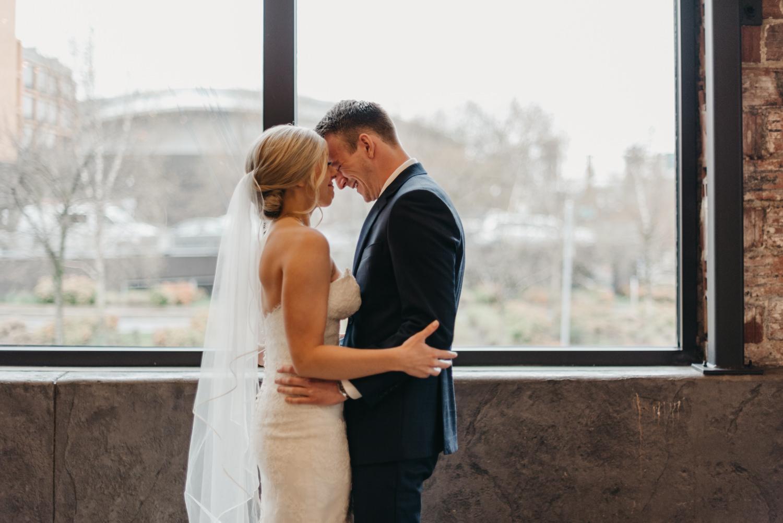 45-portland-wedding-photographer-first-look-leftbank-annex-0852.jpg