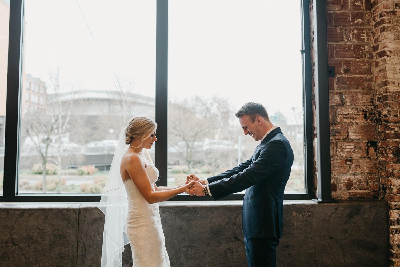 46-portland-wedding-photographer-first-look-leftbank-annex-5129.jpg