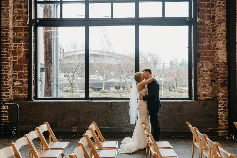 48-portland-wedding-photographer-first-look-leftbank-annex-5142.jpg