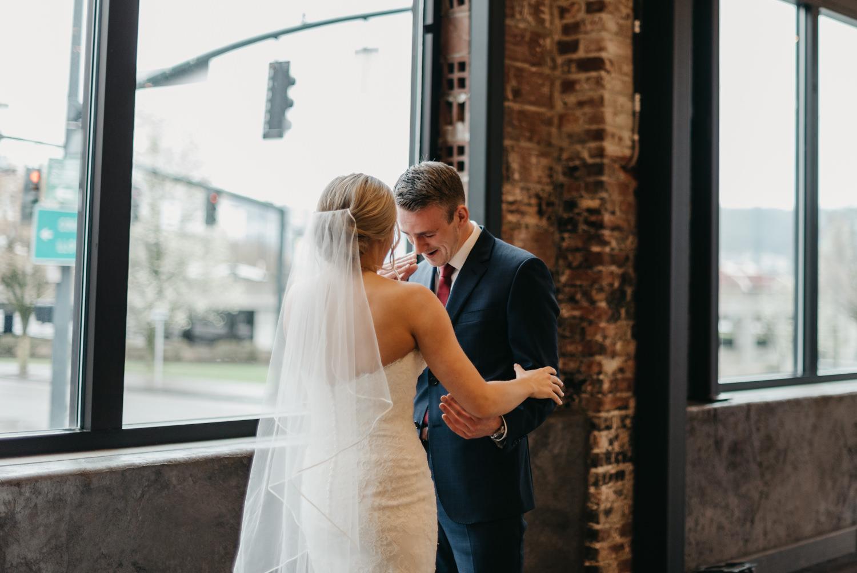 49-portland-wedding-photographer-first-look-leftbank-annex-0875.jpg