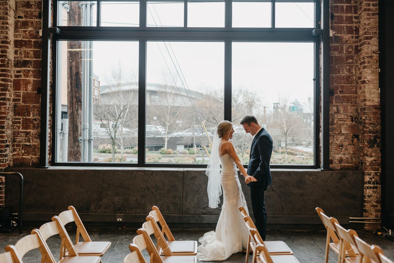 50-portland-wedding-photographer-first-look-leftbank-annex-5148.jpg