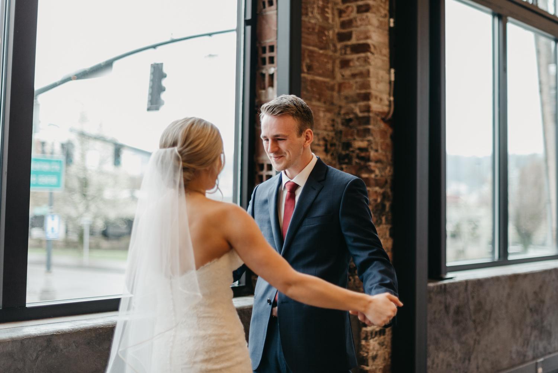 51-portland-wedding-photographer-first-look-leftbank-annex-0883.jpg