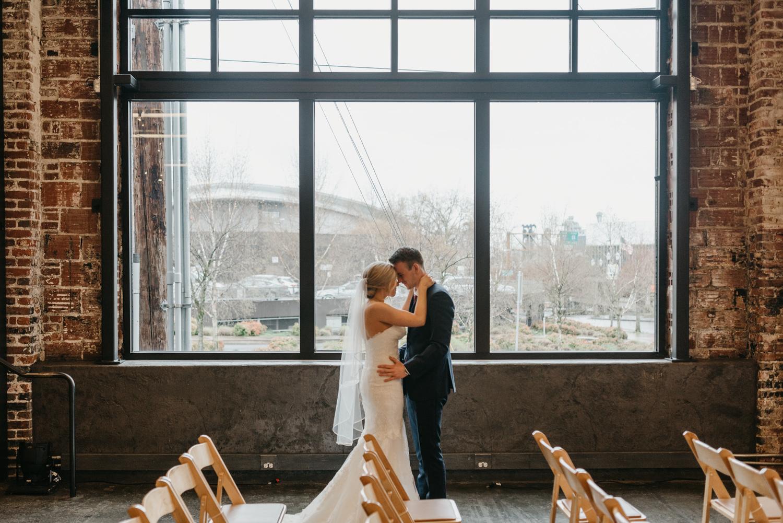 60-portland-wedding-photographer-first-look-leftbank-annex-5178.jpg