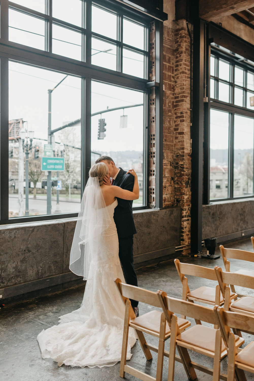 65-portland-wedding-photographer-first-look-leftbank-annex-5192.jpg