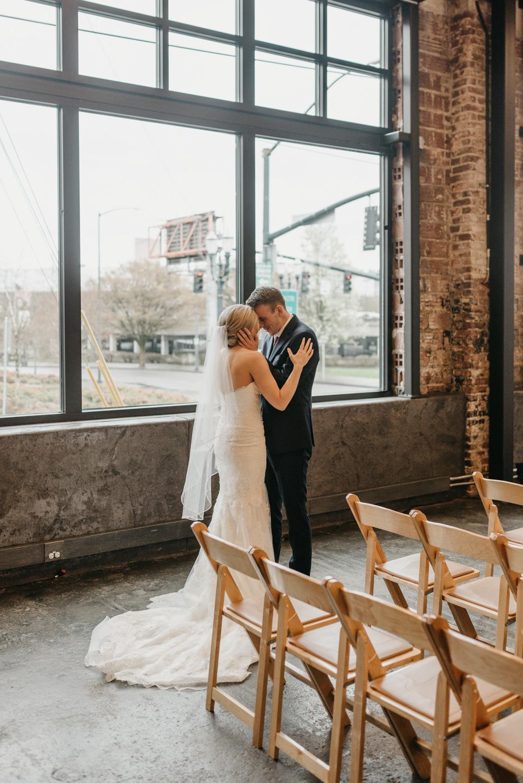 66-portland-wedding-photographer-first-look-leftbank-annex-5197.jpg