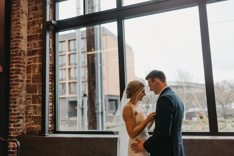 79-portland-wedding-photographer-first-look-leftbank-annex-5259.jpg