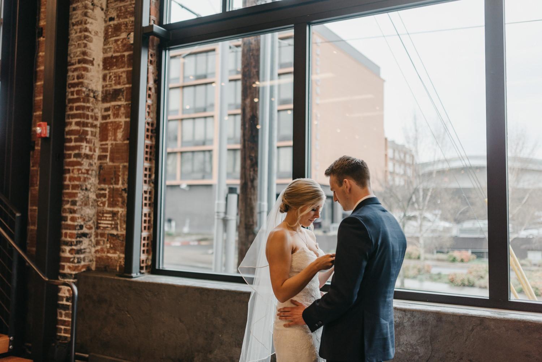 80-portland-wedding-photographer-first-look-leftbank-annex-5265.jpg