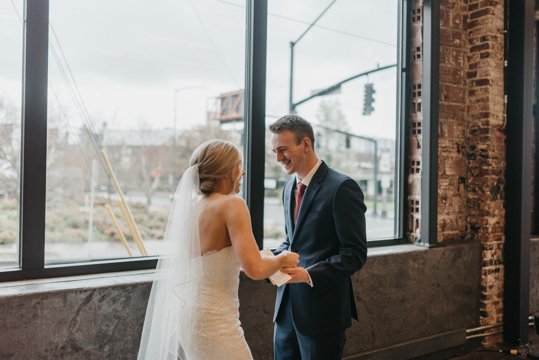 81-portland-wedding-photographer-first-look-leftbank-annex-5284.jpg