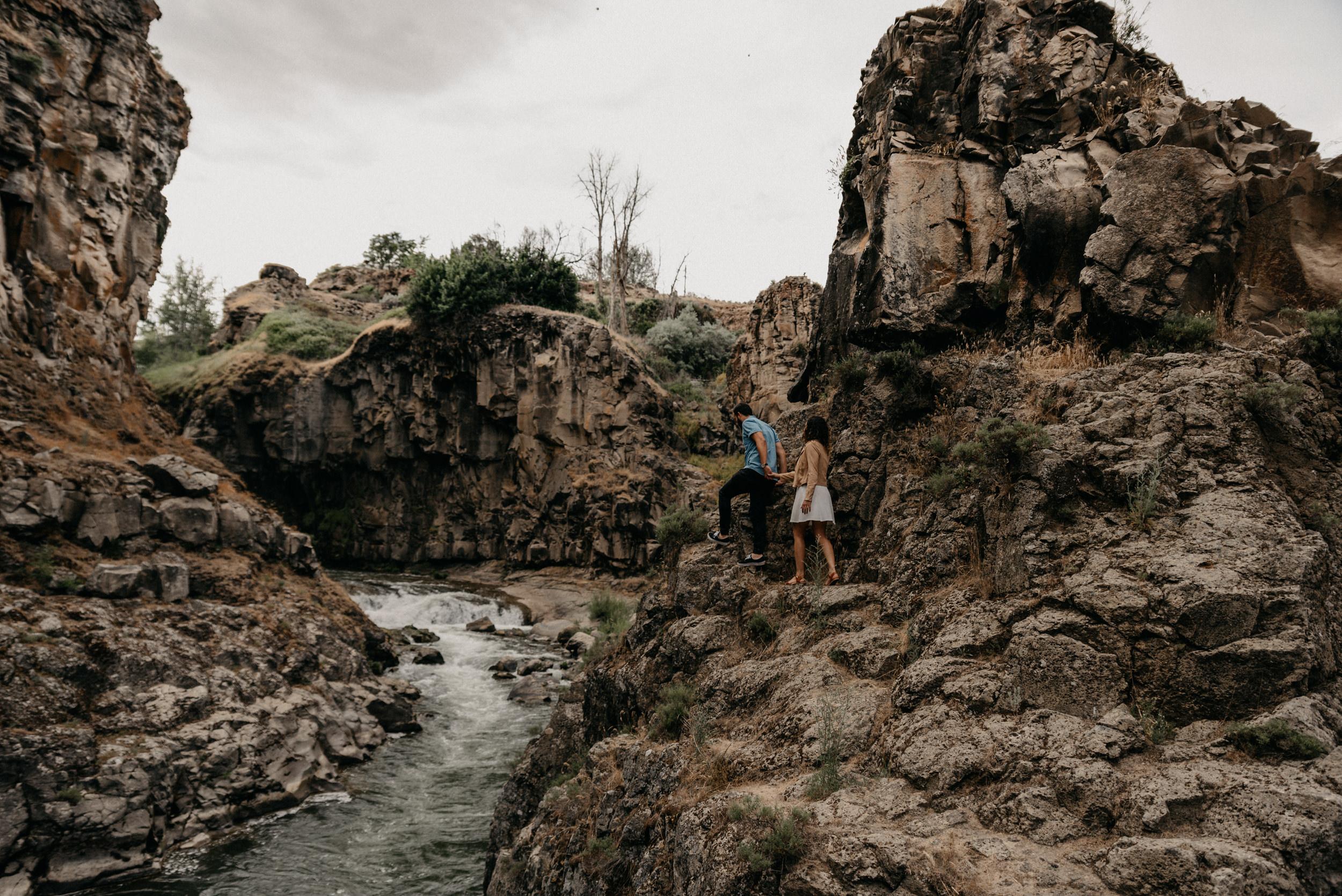 5-White-river-falls-state-park-engagement-5565.jpg