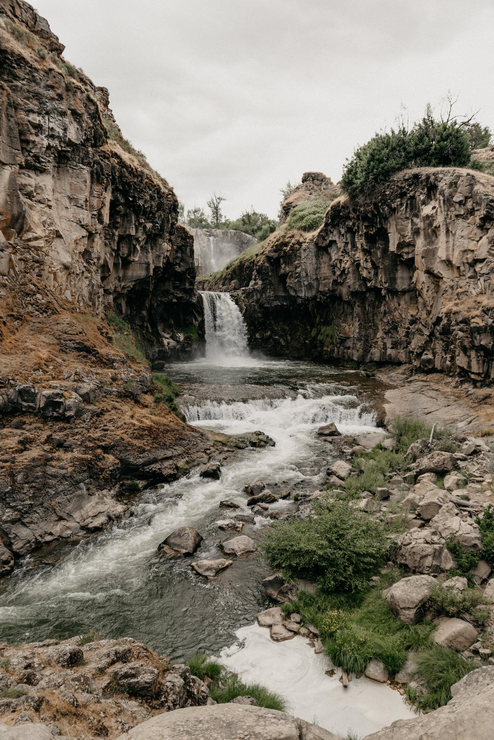 6-White-river-falls-state-park-engagement-5571.jpg