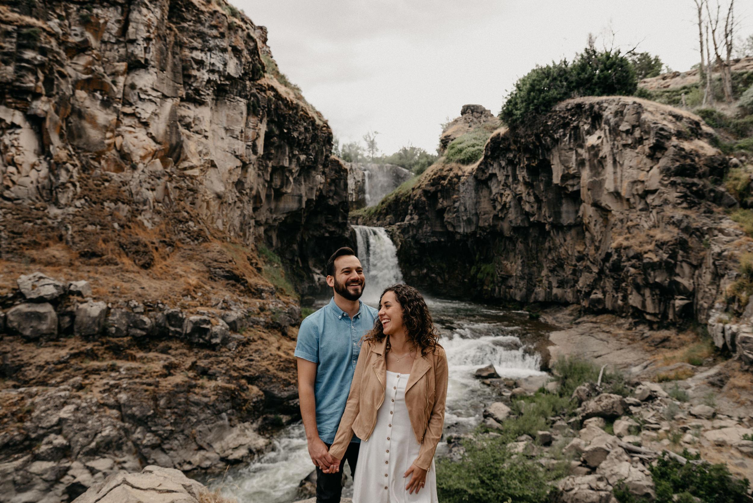 8-White-river-falls-state-park-engagement-5611.jpg