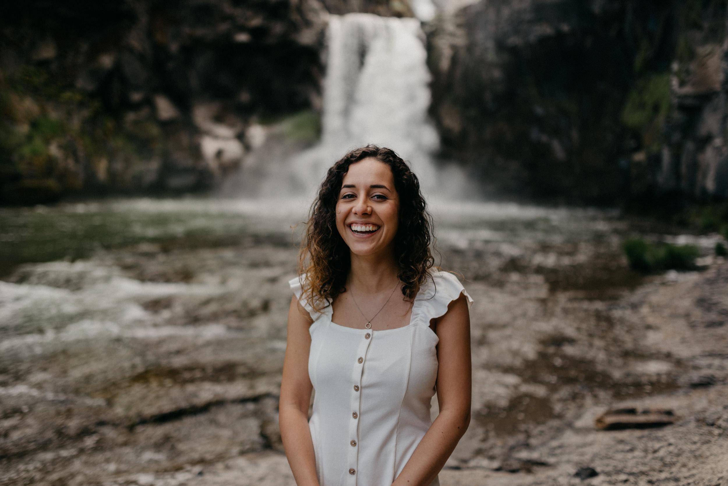 11-White-river-falls-state-park-engagement-5652.jpg