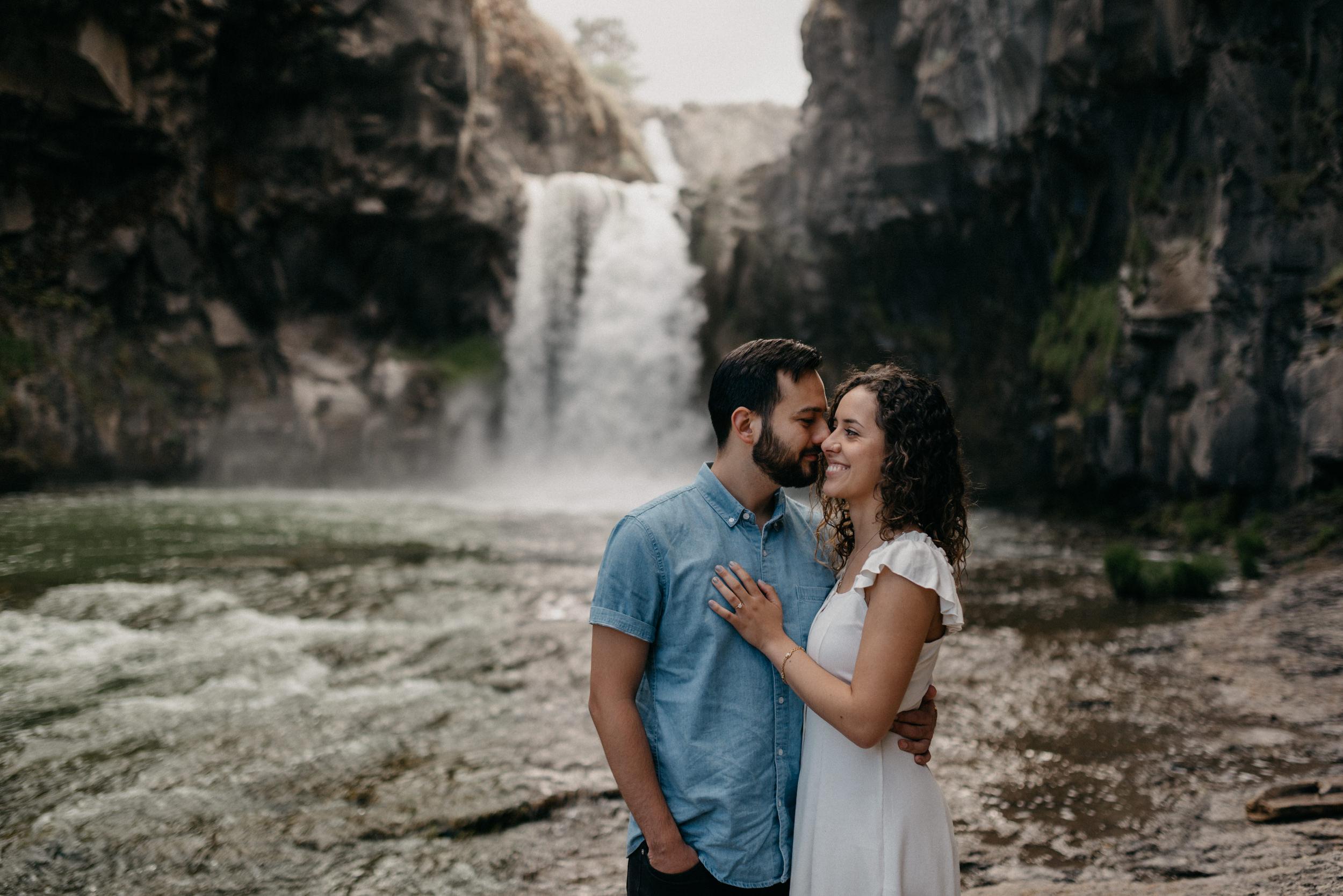 13-White-river-falls-state-park-engagement-5678.jpg