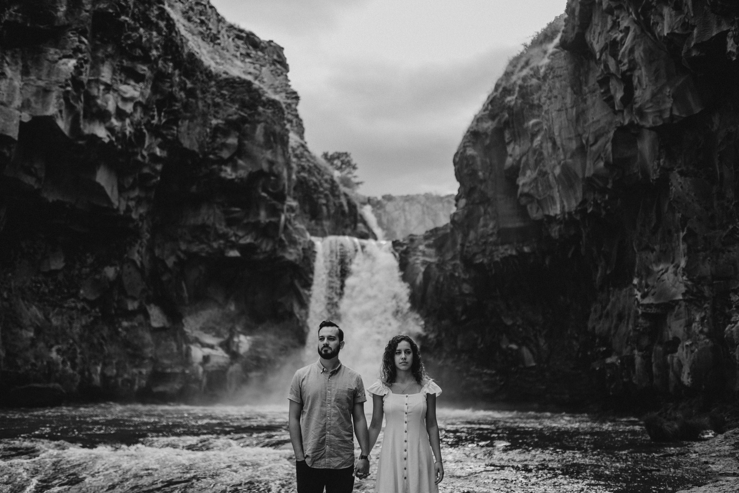 16-White-river-falls-state-park-engagement-5704.jpg