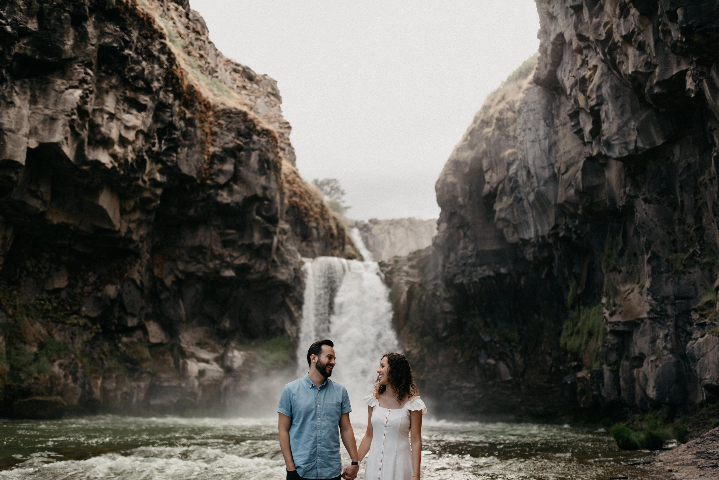 17-White-river-falls-state-park-engagement-5707.jpg