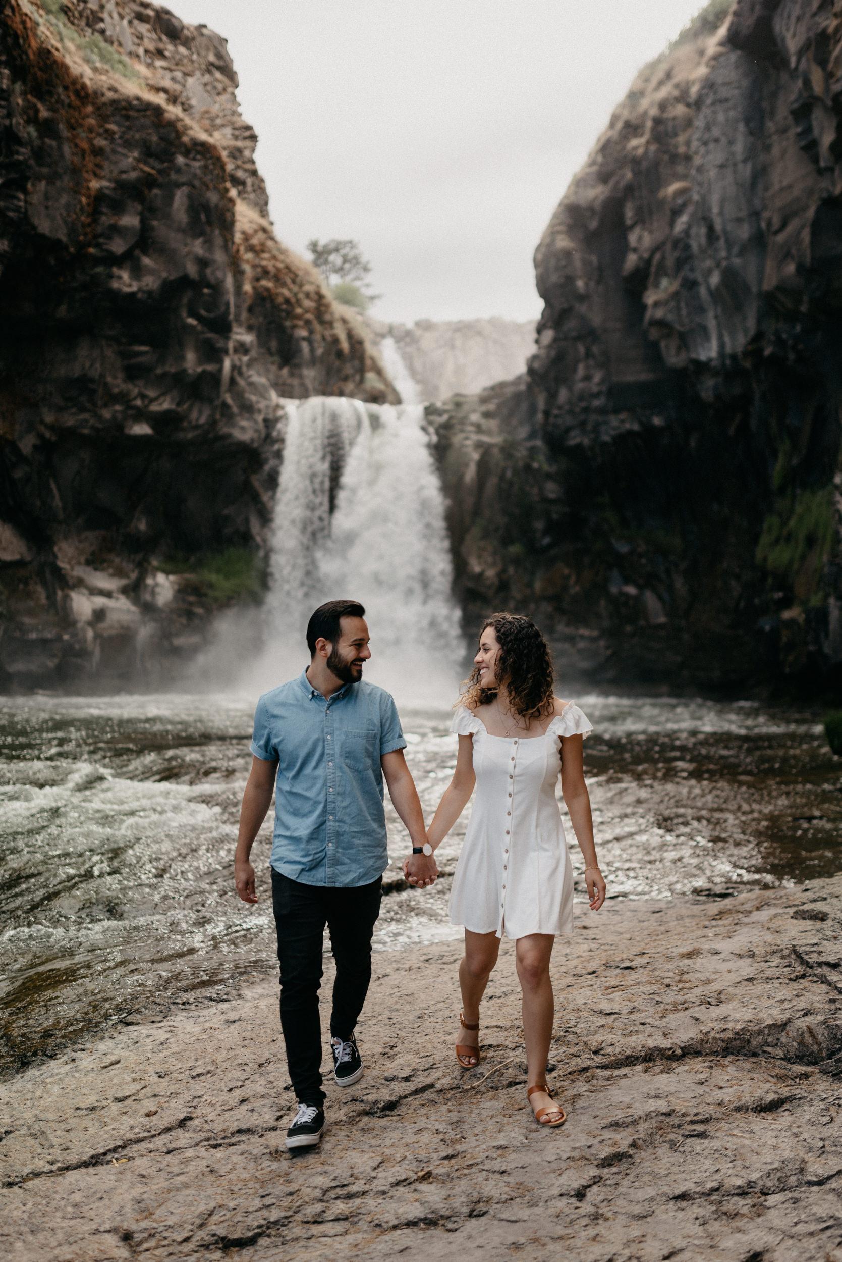 21-White-river-falls-state-park-engagement-5738.jpg