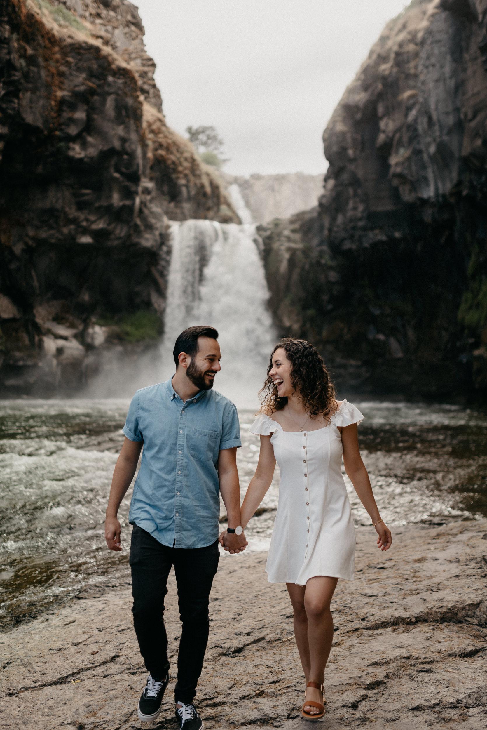 23-White-river-falls-state-park-engagement-5741.jpg
