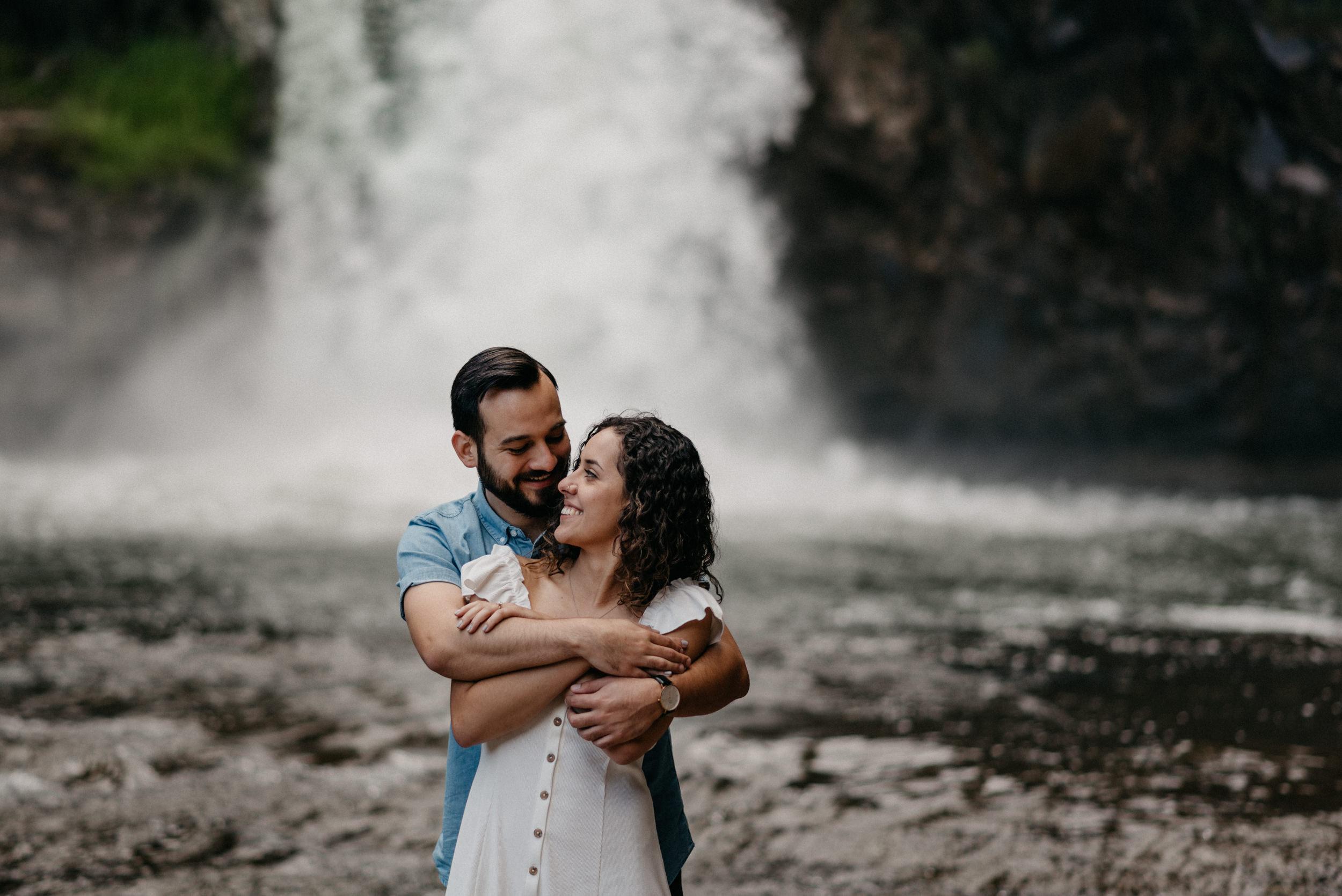 29-White-river-falls-state-park-engagement-5802.jpg