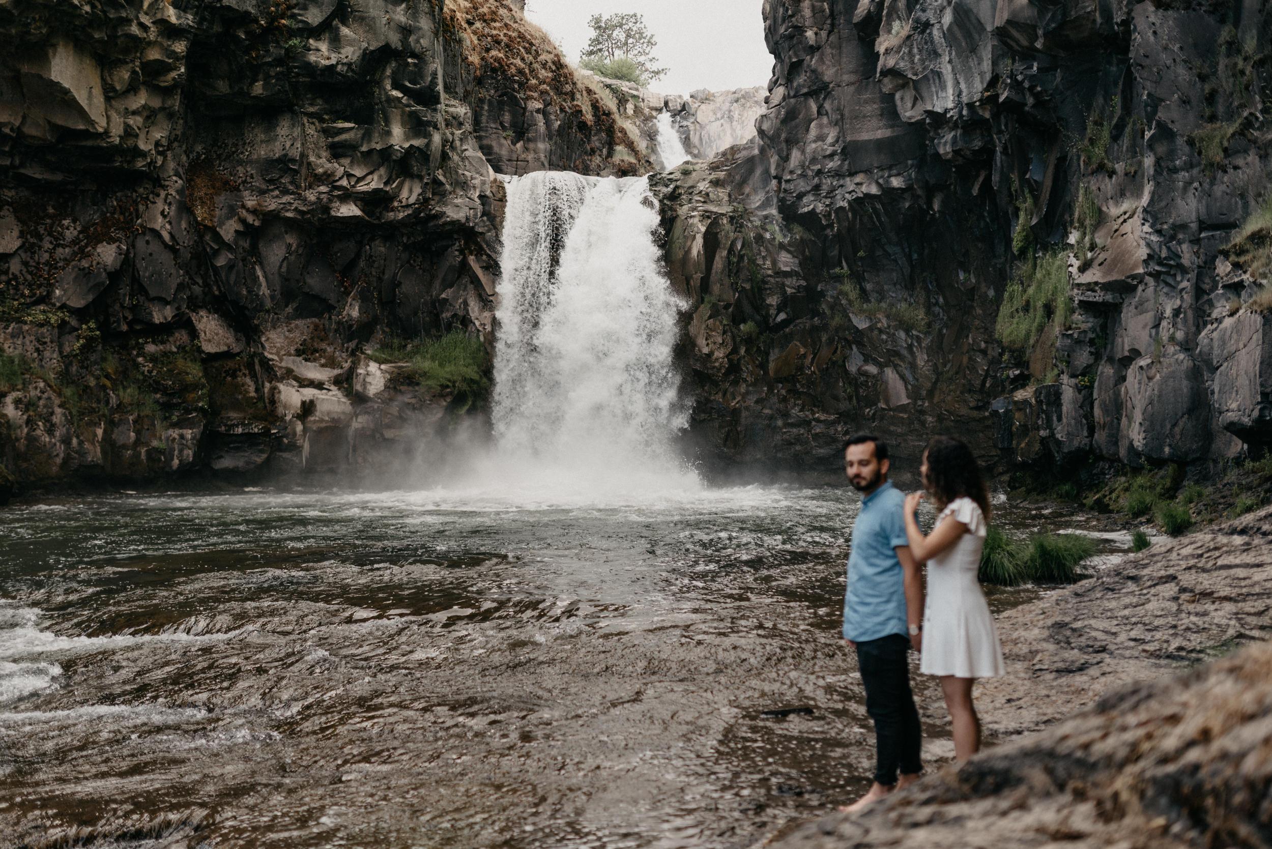 32-White-river-falls-state-park-engagement-5818.jpg