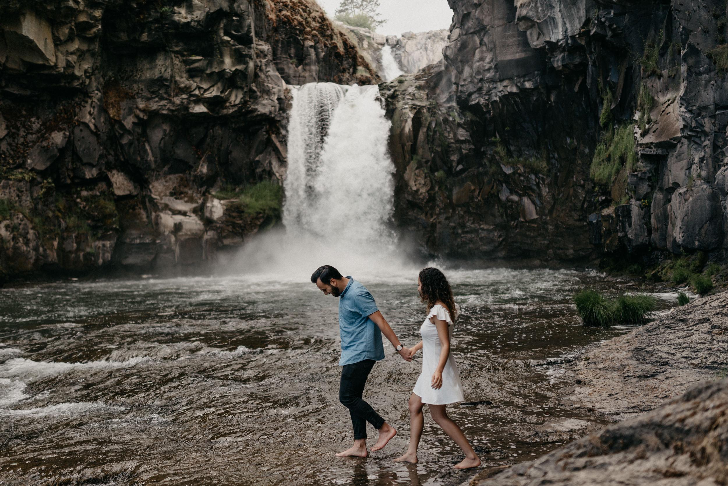 33-White-river-falls-state-park-engagement-5821.jpg