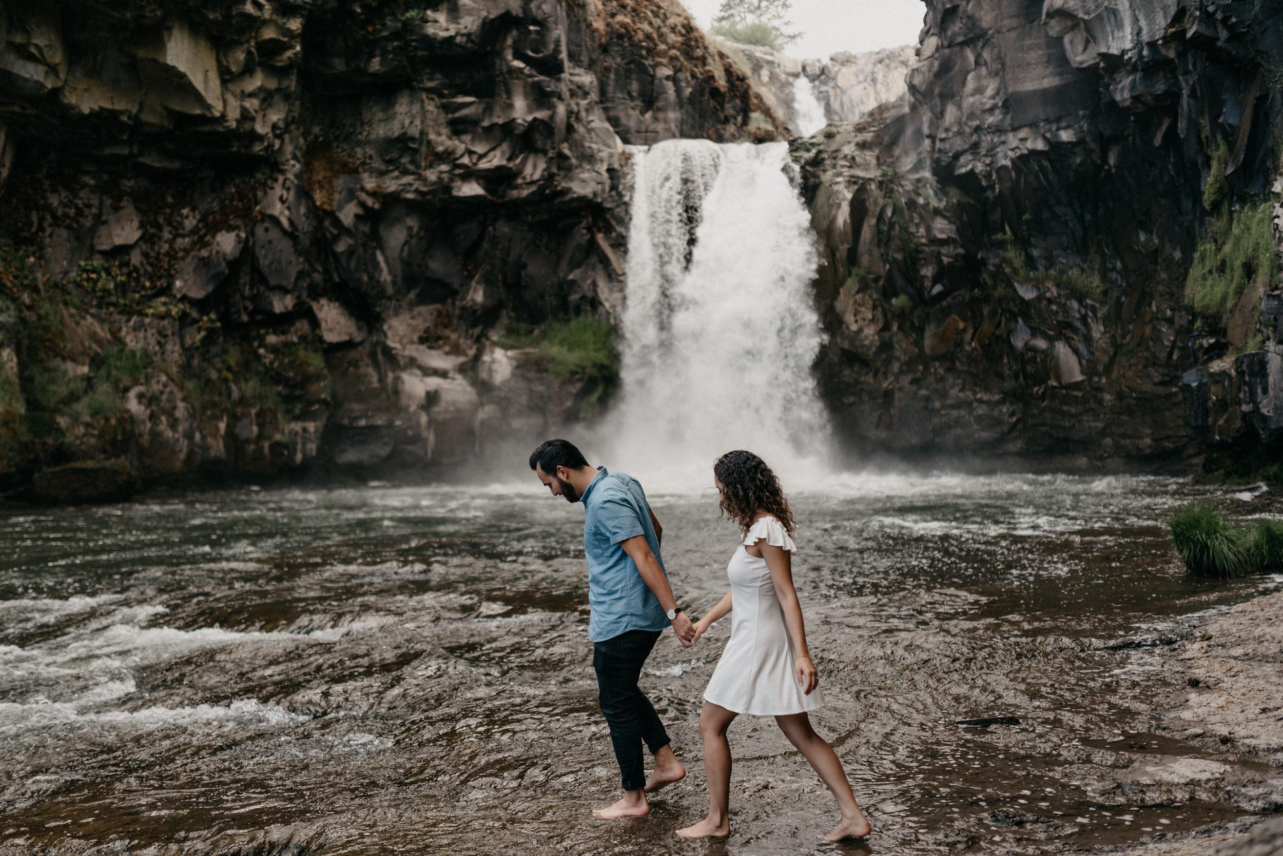 34-White-river-falls-state-park-engagement-5831.jpg