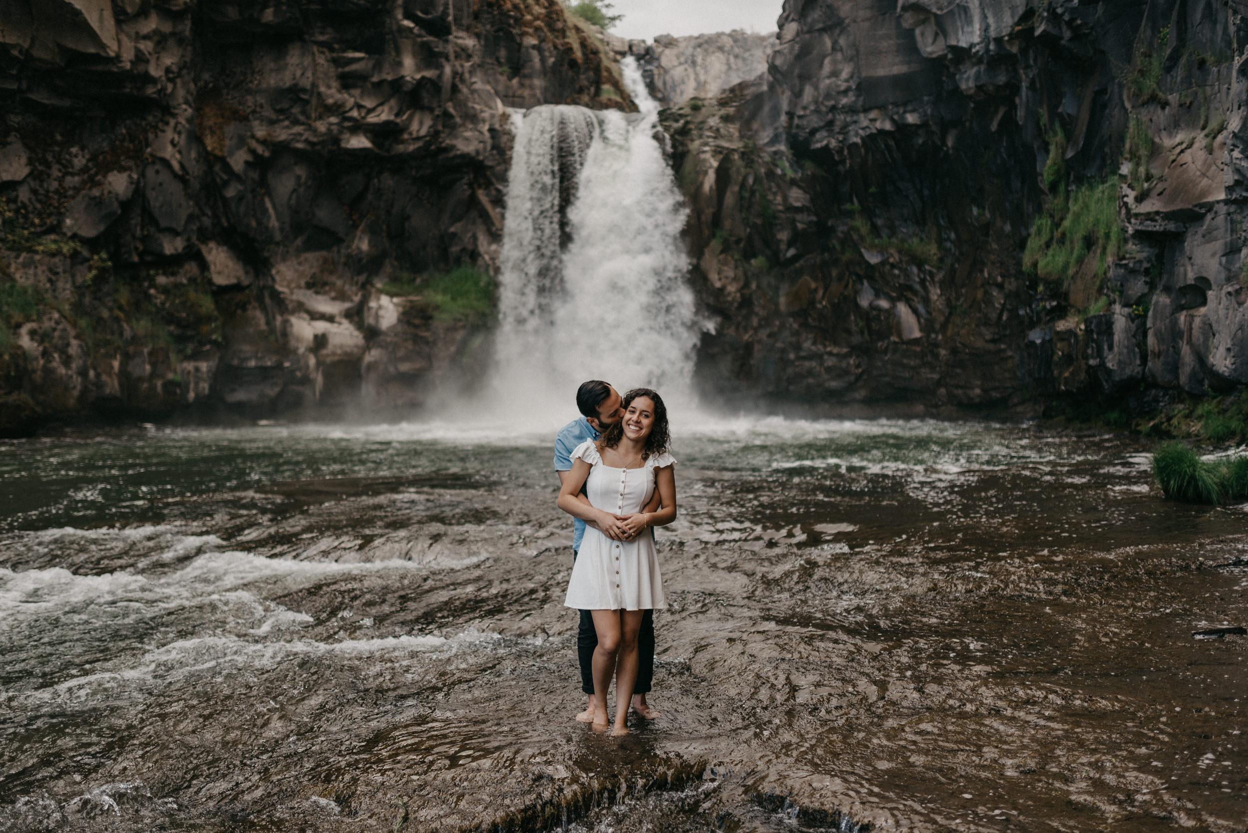 35-White-river-falls-state-park-engagement-5849.jpg