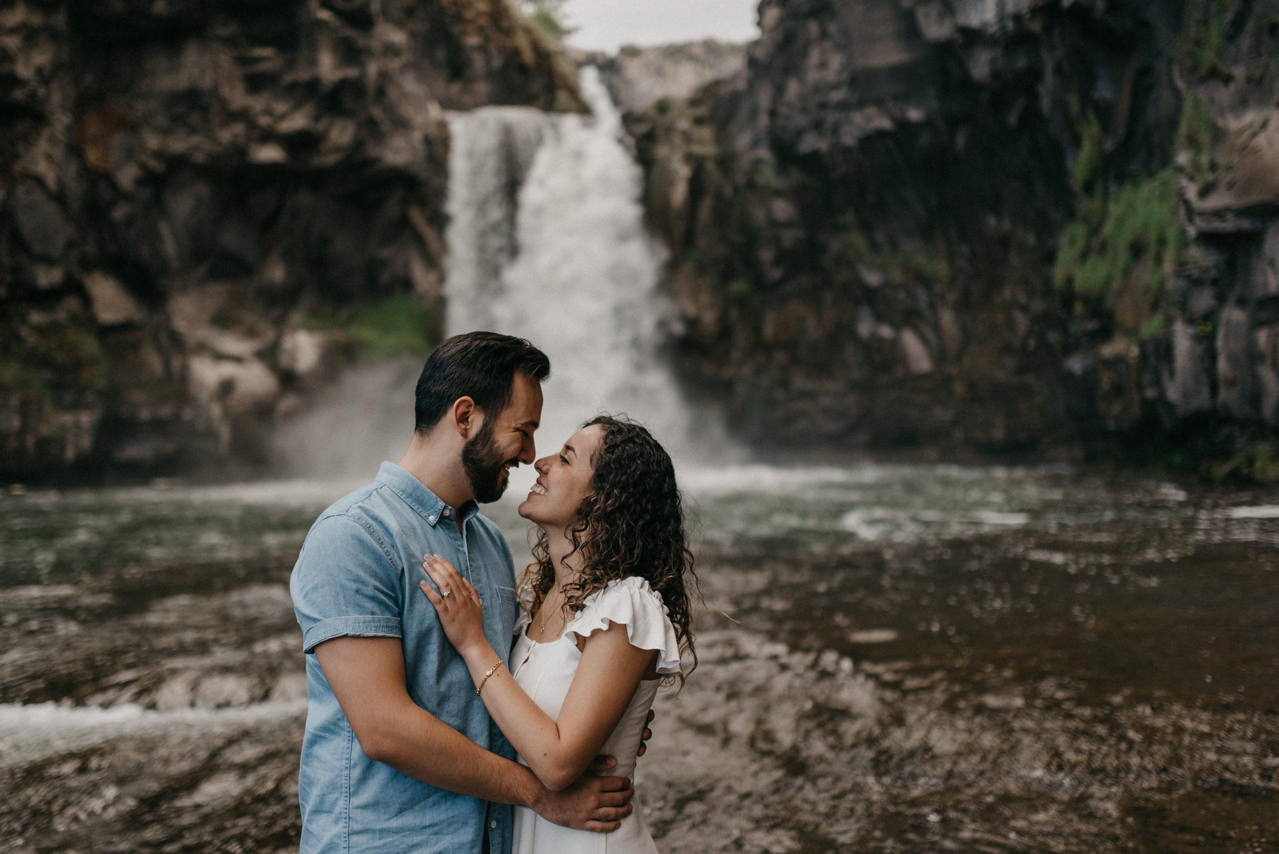 37-White-river-falls-state-park-engagement-5872.jpg