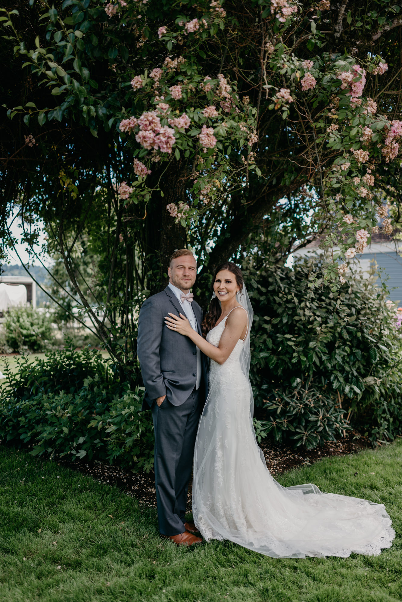 76-lake-oswego-wedding-portland-couple-rose-tree.jpg