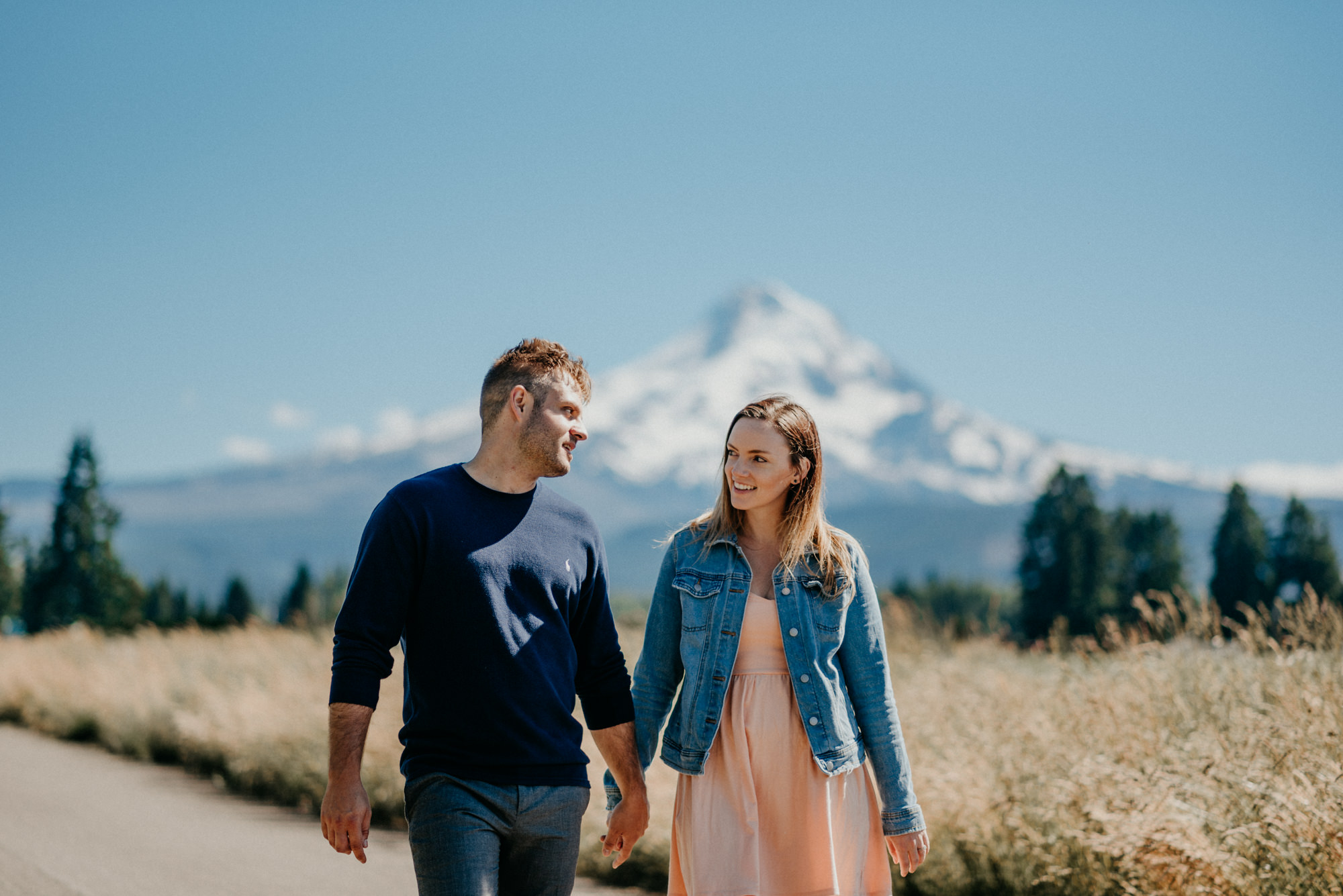 14-Mt-hood-lavender-farms-engagment-couple-summer-7424.jpg